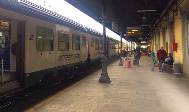 treno stazione binario uno